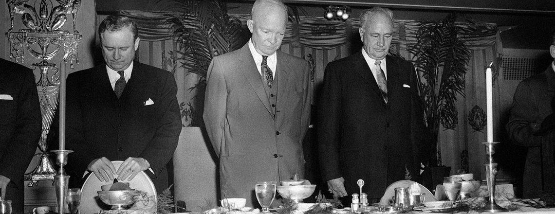 Американската традиција на појадок, претседатели и молитва