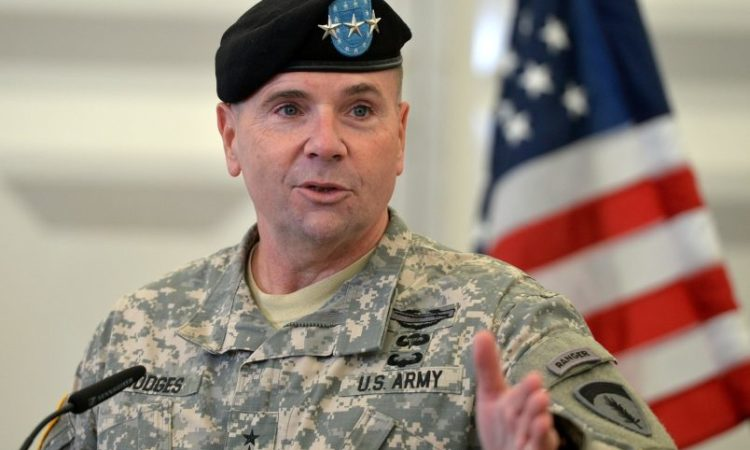 Komandant Hodges viziton Maqedoninë