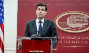 Помошникот државен секретар за Европа и Евро-Азија Вес Мичел,